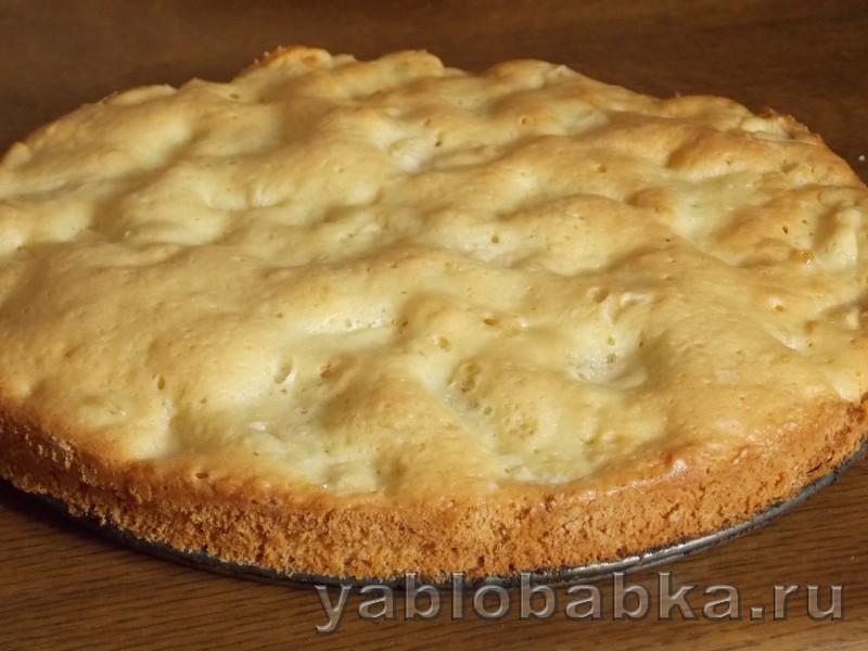 Бисквитный яблочный пирог: фото 5
