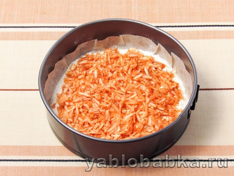 Болгарский яблочный пирог с манкой: фото 6