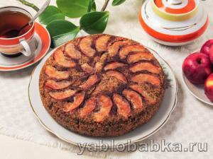 Пирог из кукурузной муки с яблоками и маком, без яиц и сливочного масла