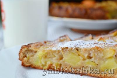 Шарлотка на сметане с яблоками в духовке