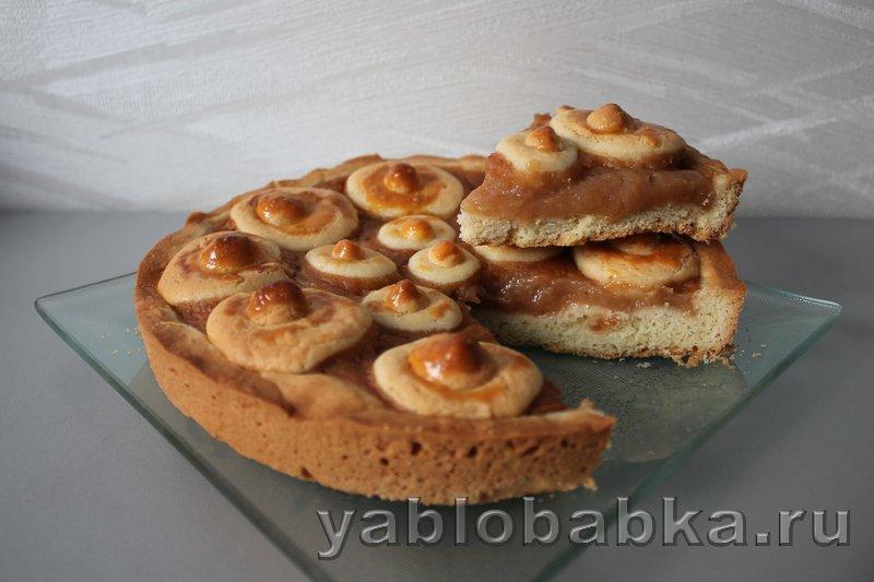 Открытый пирог с повидлом