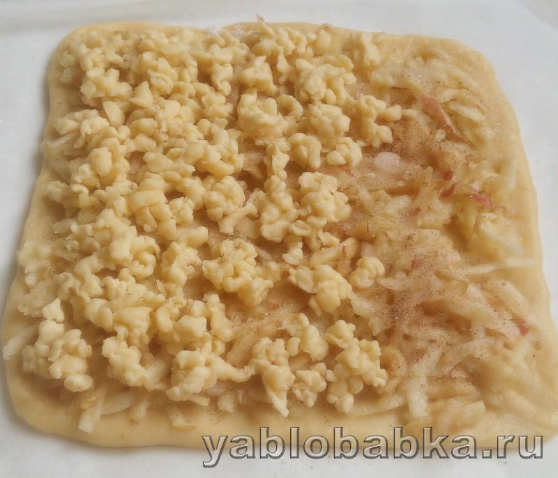 Песочный пирог с тертыми яблоками: фото 6