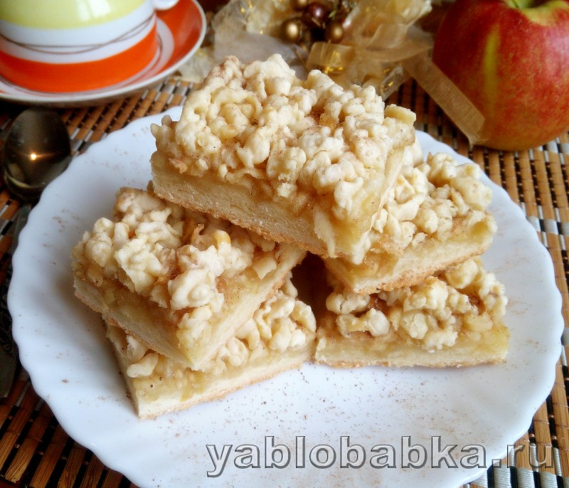 Песочный пирог с тертыми яблоками