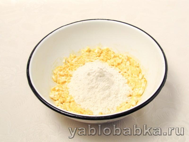 Песочный пирог с творогом и яблоками простой рецепт: фото 3
