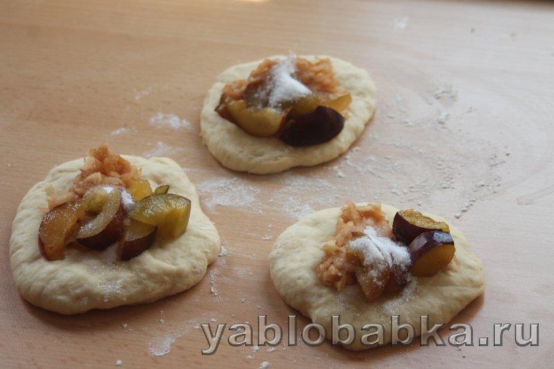 Пирог с яблоками и сливами: фото 10