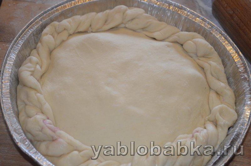 Пирог с яблоками и ягодой из дрожжевого теста: фото 12