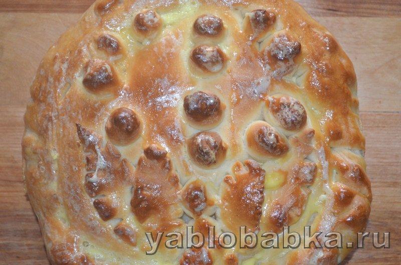 Пирог с яблоками и ягодой из дрожжевого теста: фото 17
