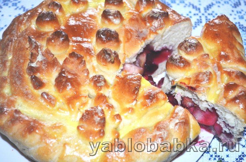 Пирог с яблоками и ягодой из дрожжевого теста: фото 18