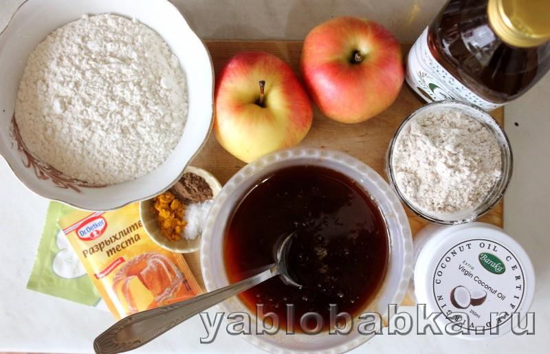 Постная шарлотка с яблоками в духовке: фото 1