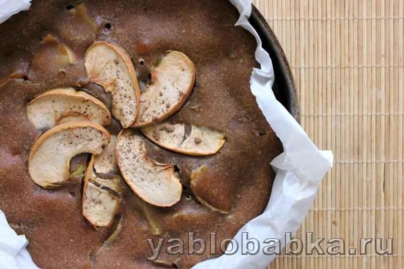 Постная шарлотка с яблоками в духовке: фото 10