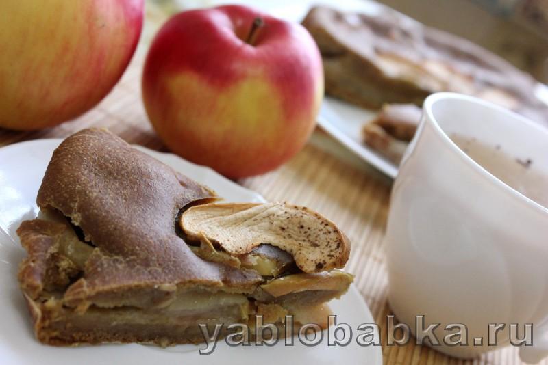 Постная шарлотка с яблоками в духовке