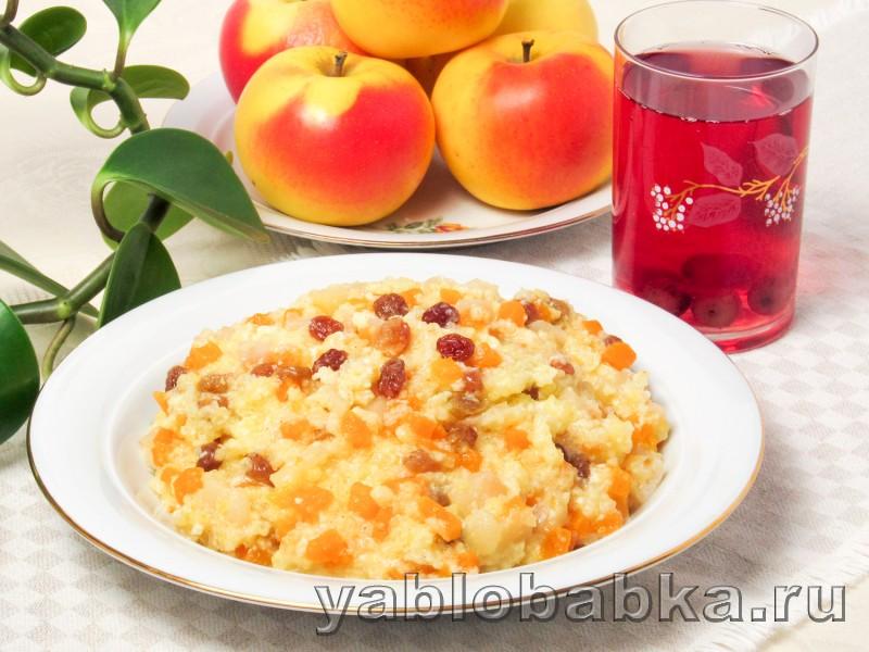 Пшенная каша с тыквой на молоке с изюмом и яблоками