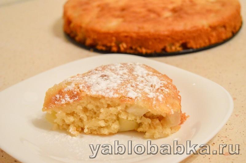 Шарлотка без яиц на кефире с яблоками: фото 12
