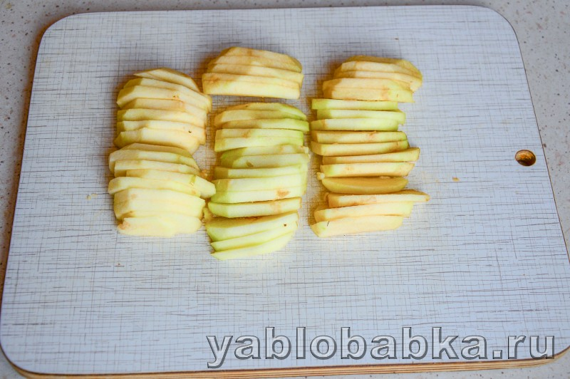 Шарлотка на йогурте с яблоками без яиц: фото 5