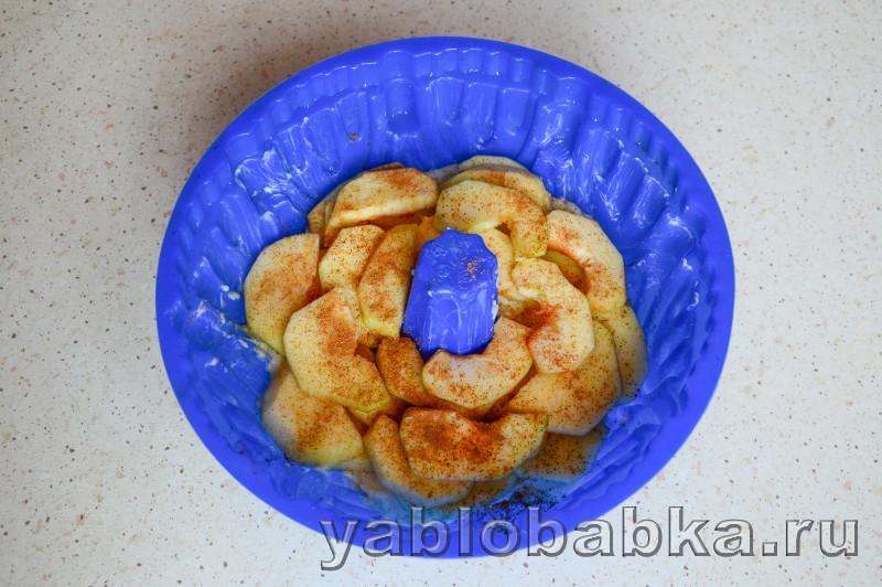Шарлотка на йогурте с яблоками без яиц: фото 8