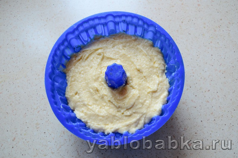 Шарлотка на йогурте с яблоками без яиц: фото 9