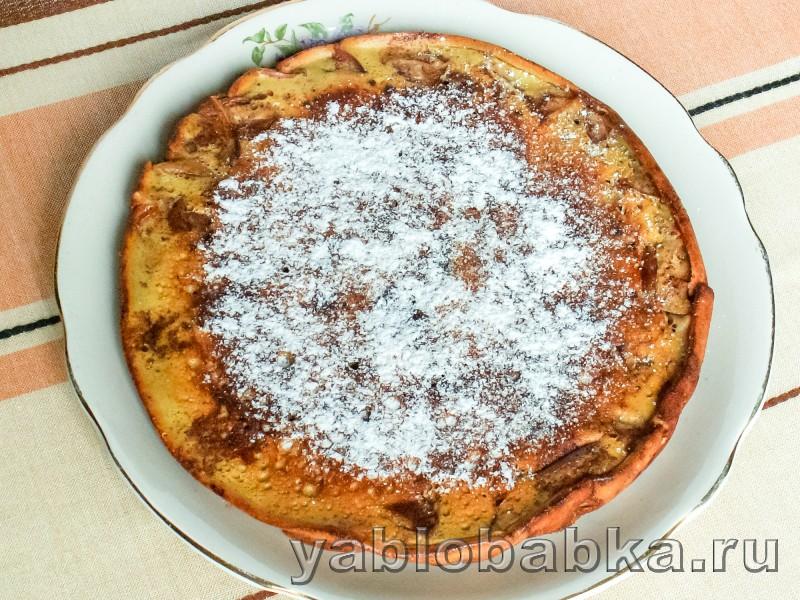 Шарлотка на сковороде с яблоками: фото 5