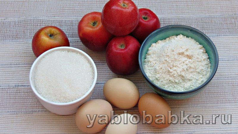 Шарлотка пышная с яблоками в духовке: фото 1