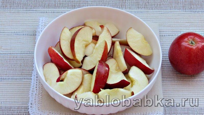 Шарлотка пышная с яблоками в духовке: фото 5