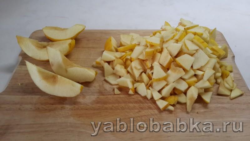 Шарлотка с айвой и яблоками: фото 6