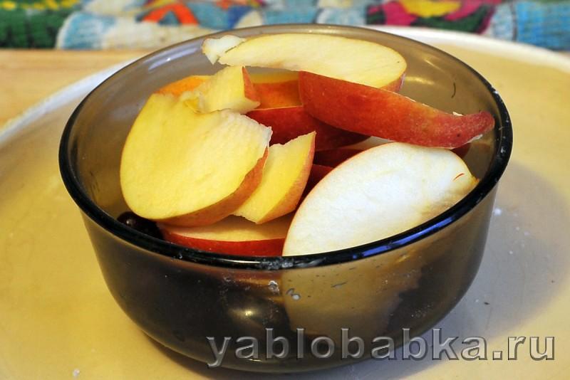 Шарлотка с клюквой и яблоками на кефире: фото 4