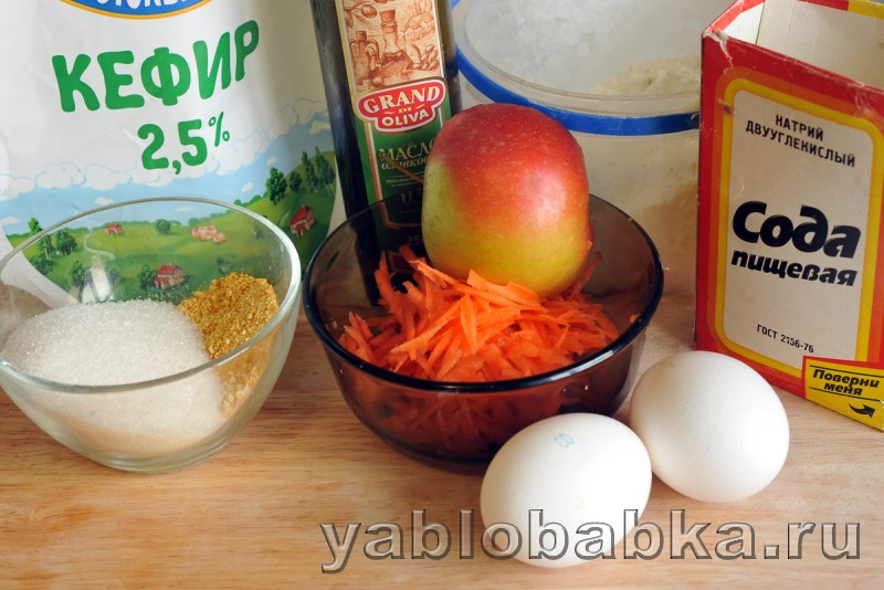 Шарлотка с морковью и яблоками: фото 1