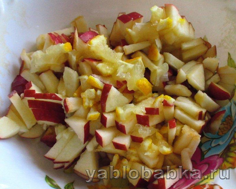 Шарлотка с яблоками и лимоном на кефире: фото 8