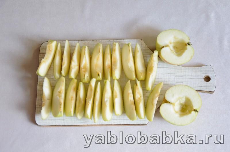 Шарлотка со сгущенкой и яблоками: фото 5
