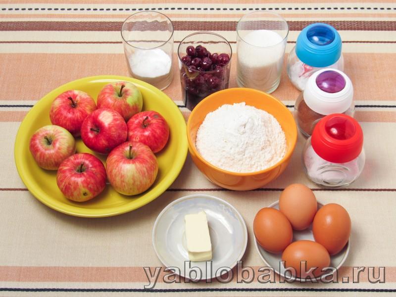 Яблочная шарлотка с вишнёвым вареньем: фото 1