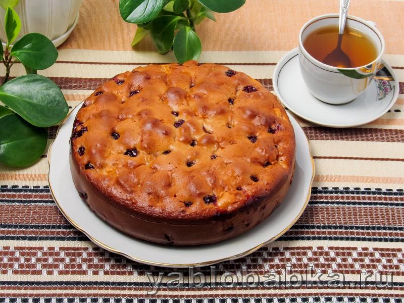 Яблочная шарлотка с вишнёвым вареньем: фото 7