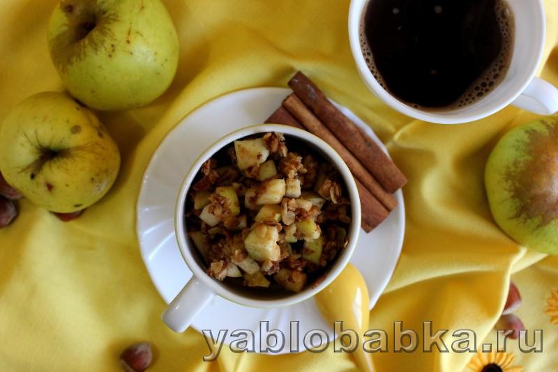 Яблочный крамбл с овсяными хлопями с маслом в мультиварке: фото 11